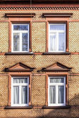фасад старого дома с окном — Стоковое фото