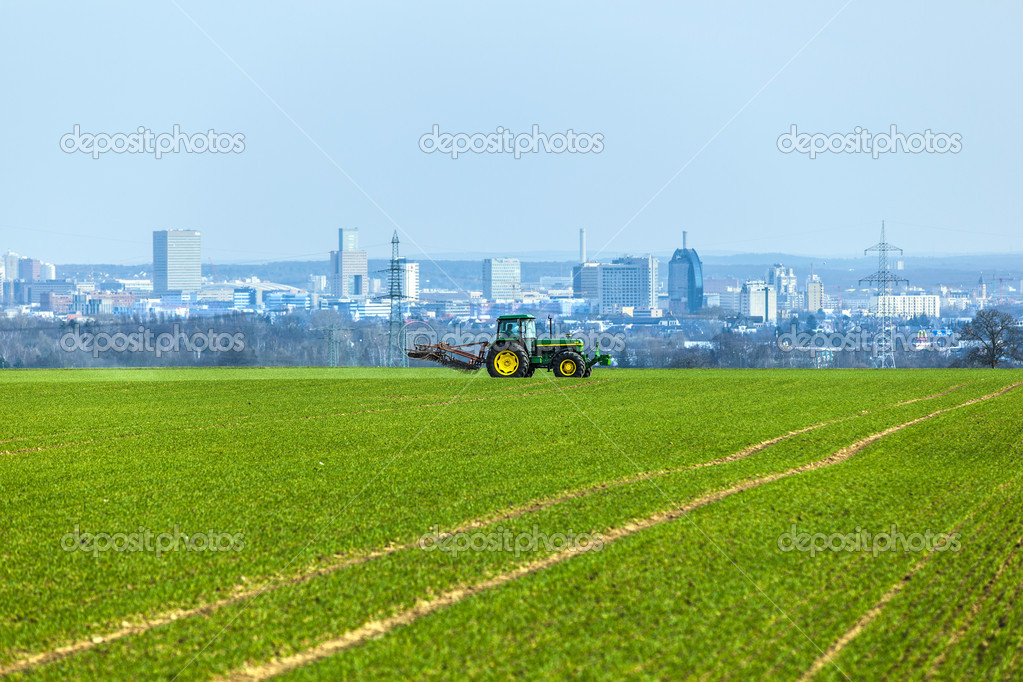 Tractor on the field with Skyline of Frankfurt — Stock Photo #9571123