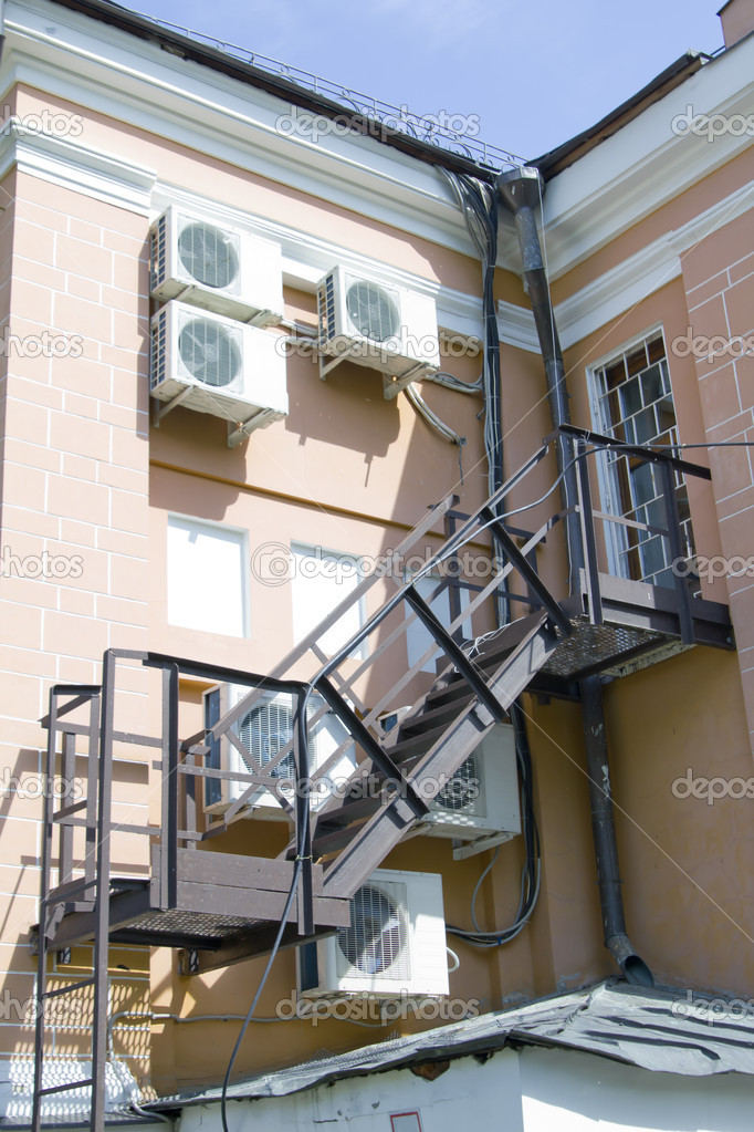 Outdoors metal staircase to tenement — Stock Photo #10729022