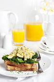 Scrambled Eggs Florentine — Stock Photo