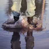 Water splash in puddle — Stock Photo