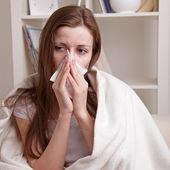 Ona trpí rýma — Stock fotografie