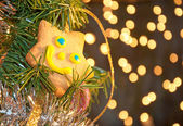Joyous star shaped cookie in a Christmas tree — Stockfoto