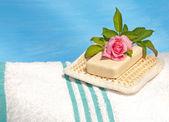 用去角质垫白色浴巾 — 图库照片
