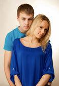 Portrét krásný mladý pár, stáli — Stock fotografie