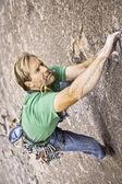 Rock klimmer strijd. — Stockfoto