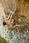 Female climber challenged. — ストック写真