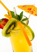 Chilled summer drink with fresh fruits — Stock Photo