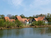 Cottages on the bank of the lake — Stock Photo