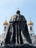Moscow. A monument to emperor Alexander to the II liberator about Cathedral of the Redeemer — Stock Photo