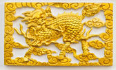 Golden dragon-headed unicorn craft on wall — Stock fotografie