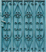 Curved steel pattern on door with handle — Stock Photo