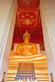 Golden Buddha statue in Ayutthaya — Stock Photo