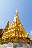 Złota pagoda w rozciągacza szmaragdowej buddy — Zdjęcie stockowe