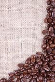 Zrnková káva tmavě pečeně — Stock fotografie