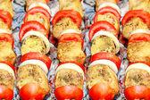 Maso, rajčata a cibule — Stock fotografie