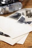 ビンテージ インクとペン、古い写真とカメラ — ストック写真