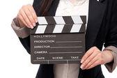 Filmen kläpp i kvinnornas händer, isolerad på en vit bakgrund. — Stockfoto