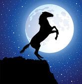 Vektor häst på toppen av berget och en måne — Stockvektor