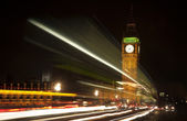 Long exposure lights from traffic Big Ben London at night — Stock Photo