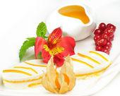 Ciasta na białym tle, menu, jagody — Zdjęcie stockowe
