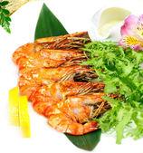 Shrimp with lemon isolated on the white — Stock Photo