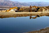 Máquinas excavadoras cerca del mar muerto — Foto de Stock