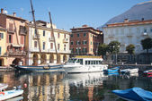 Sailing, fishing and tourist boats in the harbor of Malcesine on — Stock Photo