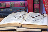 Vintage books with glasses on wooden table — Fotografia Stock