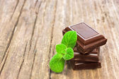 Dark chocolate with fresh mint leaves — Stock Photo