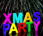 Palabras de fiesta de navidad con fuegos artificiales mostrando una celebración de la navidad — Foto de Stock