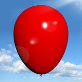 Röd ballong på himmel bakgrund har copyspace för festinbjudan — Stockfoto