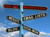Online marketing señal mostrando sitios web blogs medios sociales un — Foto de Stock