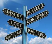 Verwirrt verwirrt verloren wegweiser zeigt rätselhafte problem — Stockfoto
