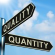 Quality Or Quantity Directions On A Signpost — Stock Photo