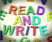 Leer y escribir escrito en letras de niños — Foto de Stock