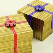 黄金礼品盒丝带作为生日礼物 — 图库照片