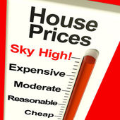 House Prices High Monitor Showing Expensive Mortgage Costs — Stock Photo