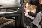 Young man repairing car — Stock Photo