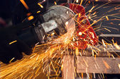 How to use a circular saw to make beautiful sparks — 图库照片