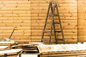Houten ladder in een bouwplaats — Stockfoto