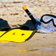 Goggles and flippers on the shore — Stock Photo