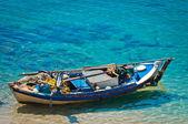 海岸で小さいボート — ストック写真