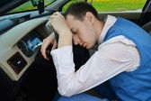 Man sleeps in a car. — Stock Photo