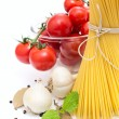 Spaghetti, cherry tomatoes, onions, garlic, bay leaf, pepper on — Stock Photo