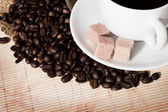 Сoffee beans and a cup — Stockfoto