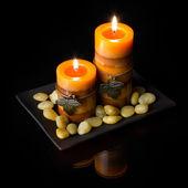 Twee oranje kaarsen — Stockfoto