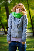 Beautiful smiling young woman at the park looking at camera — Stock Photo