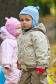 Chlapec se smutnou tváří při pohledu na fotoaparát — Stock fotografie