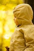 Malý chlapeček v parku — Stock fotografie